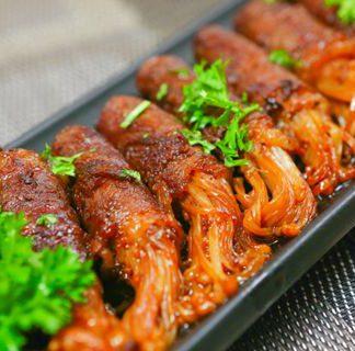 Cách làm bò cuộn nấm kim chi nướng ngon và bổ dưỡng hơn ở tiệm