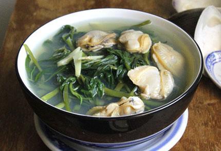 Cách làm canh rau muống nấu ngao ngọt thanh vị dân dã