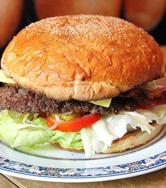 Cách làm Hamburger bò không cần lò nướng thơm ngon nức lòng