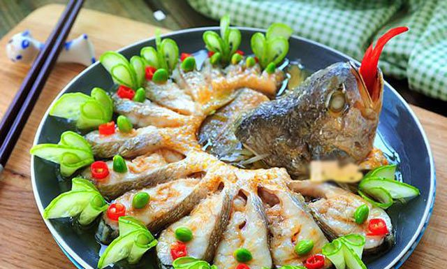 Cách làm cá hấp hành gừng đơn giản mà lại ngon cơm