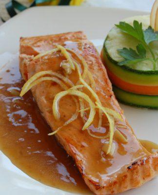 Cách làm cá hồi áp chảo sốt bơ tỏi hấp dẫn
