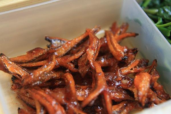 Cách làm cá khô rang chua ngọt món ngon của những ngày mưa