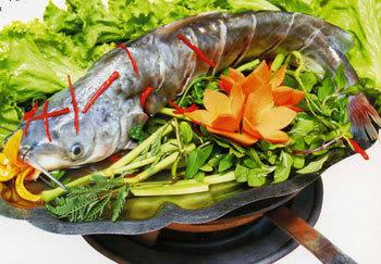 Cách làm lẩu cá ngạnh chua cay đậm vị