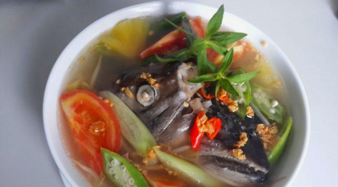 Cách nấu canh chua đầu cá hồi ngon mà không hề tanh