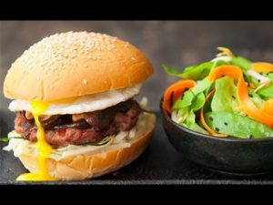 Cách làm món hamburger thịt heo ngon cho cả nhà