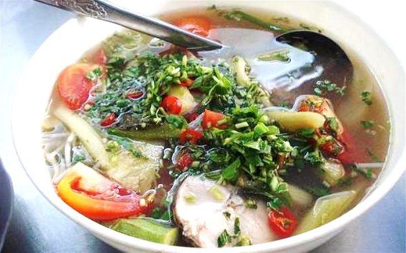 Canh chua cá lóc mang hương vị nam bộ