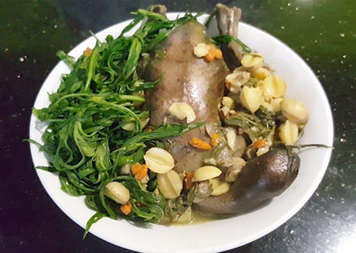 món chim bồ câu hầm ngải cứu hạt sen đậu xanh